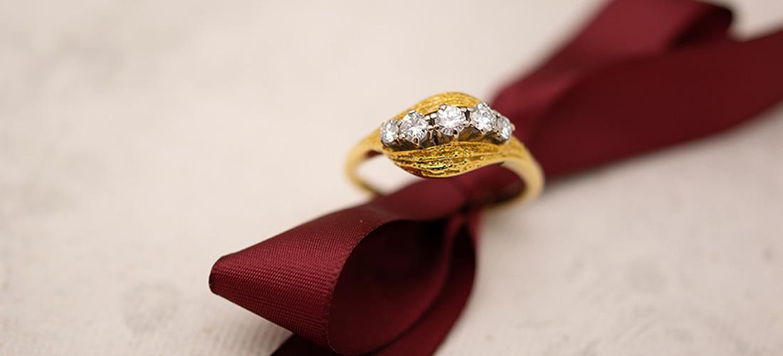 Hochwertiges Weihnachtsgeschenk: Brillantring aus Gelbgold