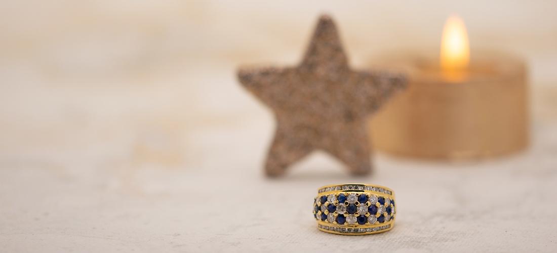 Ring aus Gelbgold mit Saphir und Brillant